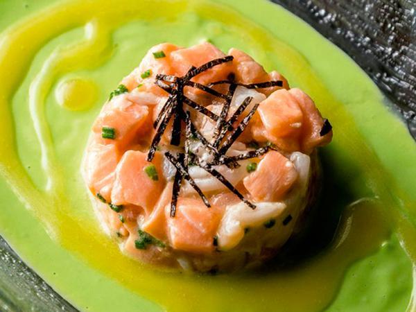 Tartar de salmón y aguacate con langostinos_Nutrición_Farmacia I+